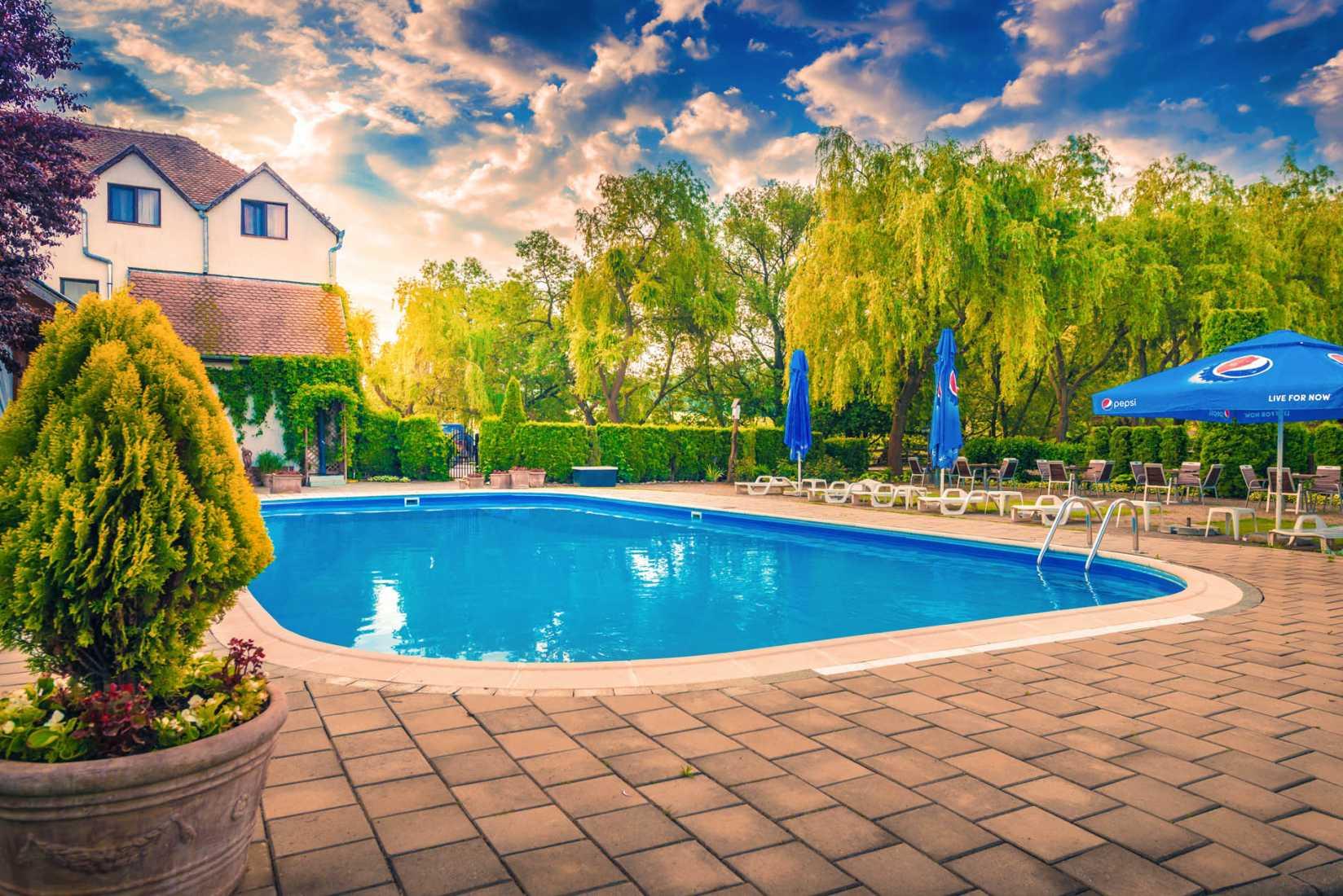 Domeniul dracula dane for Cazare bran cu piscina